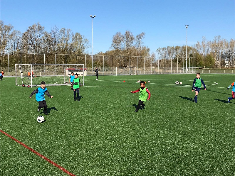 Delftse Sportweek : Voetbalclinic bij Vitesse Delft